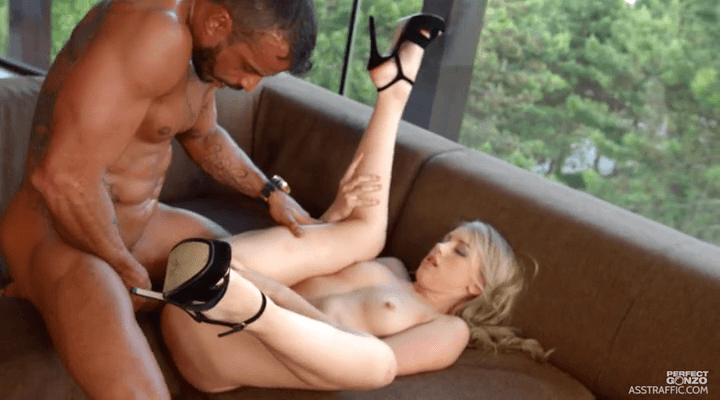 AssTraffic – Kira Thorn