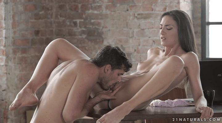 21Naturals – Miki Torrez – Quick Fuck Break