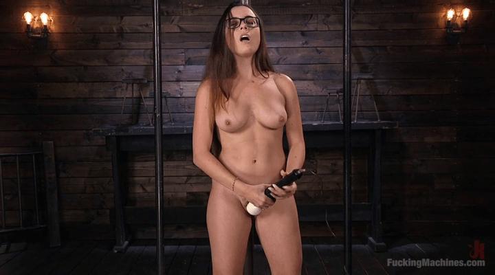 FuckingMachines – Roxanne Rae