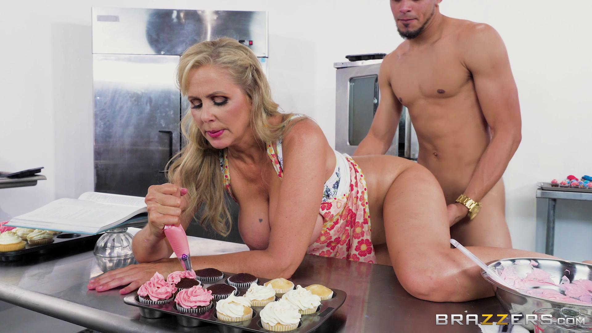 MilfsLikeItBig – Julia Ann Glazed And Cumfused
