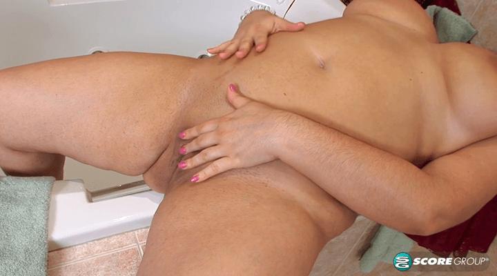 PornMegaLoad – Gia Johnson Plush And Wet